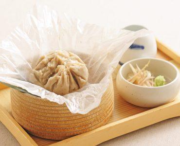 吉野葛をじっくり丁寧に練り上げた自家製の胡麻豆腐です。手作りだからこそ出せる豊かな風味をご賞味ください。